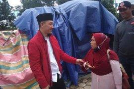 Anggota DPR Mochamad Hasbi Asyidiki bantu korban banjir bandang di Lebak