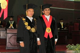 Hary Djatmiko dikukuhkan sebagai guru besar hukum perpajakan Unej