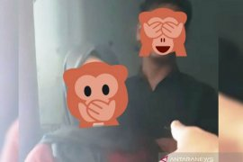 Pasangan mesum tertangkap di WC alun-alun sepakat dinikahkan