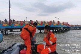 Tim SAR lanjutkan pencarian remaja yang terseret arus di Kuala Tungkal