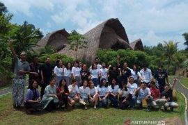 "Mahasiswa Harvard Amerika kagumi vila bambu ""Sun Sang Eco Village"""