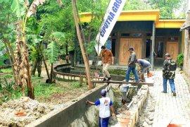 Ciputra bantu warga Dukuh Sepat perbaiki selokan