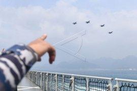 Pesawat tempur F16 flying pass di Natuna