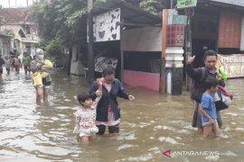 Diperkirakan korban banjir di Samarinda sekitar 18 ribu jiwa
