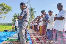 Ratusan warga Shalat Istisqa di Aceh Timur