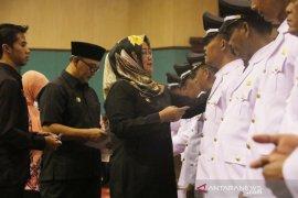 Mobil operasional desa tidak  dipasang stiker, Bupati Bogor sindir para kades saat pelantikan