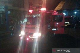 Sarang tawon dievakuasi petugas karena membahayakan warga di Garut
