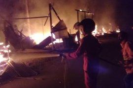 "Empat kios ludes terbakar dilalap si ""jago merah"" di Aceh Tamiang"