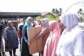 Pemerintah Aceh berikan bantuan modal usaha masyarakat Blang Pandak