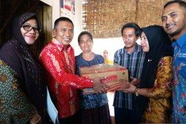 Wabup Situbondo salurkan bantuan kepada korban bencana pohon tumbang (Video)