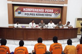 """Polresta Kediri amankan praktik prostitusi  """"berkedok"""" panti pijat"""
