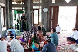 Babinsa Koramil 18/Pargarutan khatib Jumat di Masjid As Syuhur