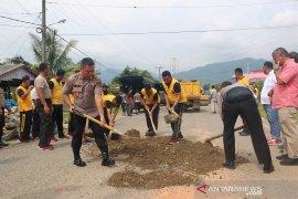 Sering makan korban, Polres Tapteng timbun jalan Faeisal Tanjung Pandan