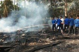 Sebuah rumah terbakar di Aceh Timur