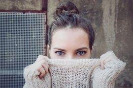 Kurang asupan vitamin B12 bisa terdeteksi dari mata