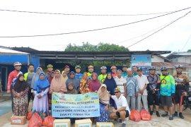 Forkopimda Bangka Barat salurkan bantuan sembako di Mentok