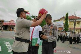 Kapolres beri helm merah kepada personil indisipliner