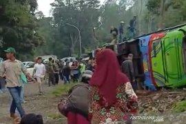 Rem blong, bus terguling dan menewaskan enam penumpang