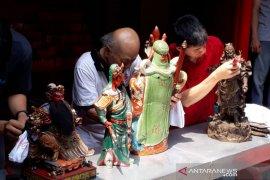 Jelang Imlek, Vihara Dhanagun Kota Bogor gelar tradisi mandikan rupang