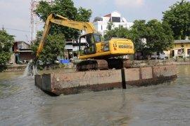 Normalisasi Sungai Kalimas dilakukan guna antisipasi banjir di Surabaya