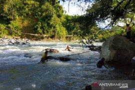 Arus deras hambat pencarian korban jembatan putus di Bengkulu