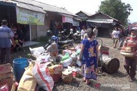 Minim pembeli,  Pasar penampungan di Sukabumi terus ditinggalkan pedagang