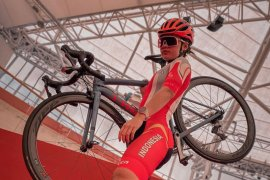 Pebalap sepeda Ayu dikontrak kontinental Thailand