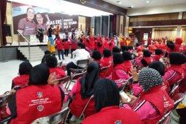 Ribuan bumantik di Surabaya hadiri sosialisi pasangan Eri-Armuji