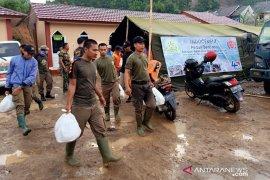 Indocement sediakan 700 porsi makanan per hari di lokasi bencana Bogor