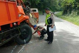 Pengemudi truk fuso meninggal tabrak trailer di lintas Parapat