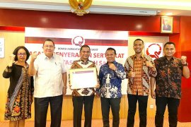 Bupati Tapteng terima sertifikat akreditasi RSUD Pandan bintang empat