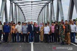 Jembatan penghubung Bekasi-Karawang di desa Sumbersari siap beroperasi