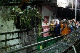 Gubernur Jatim minta Sidoarjo tertibkan bangunan di bantaran sungai