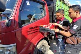 Truk dinas Kementerian PDT digunakan angkut kayu ilegal