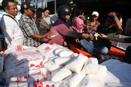 Satgas  Pangan Kota Madiun gelar operasi pasar gula pasir