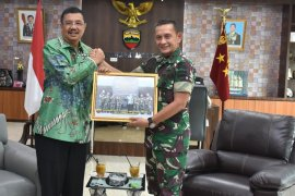 Mantan Gubernur Sumut bangun tali silaturahim dengan Kodam I/BB
