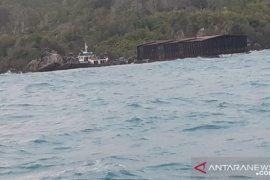Nelayan Sungailiat temukan kapal tugboat terdampar