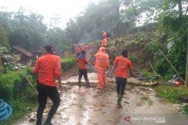 Waspada, jalan Pasiralam Tasikmalaya rawan bencana longsor