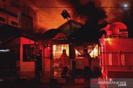 Polresta Ambon selidiki penyebab kebakaran rumah makan Sari Rasa