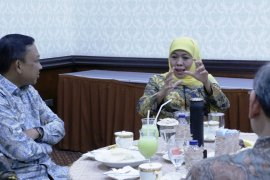 """Gubernur Khofifah berharap OJK terapkan """"one student one account"""""""