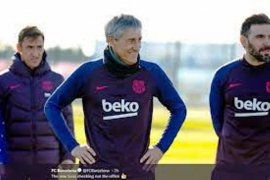 Barcelona dikalahkan Valencia, Quique Setien salahkan pemain