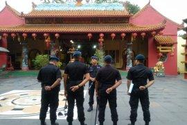 Polda Banten sterilisasi vihara Avalokitesvara jelang Imlek
