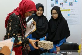 Santri Tazkia IIBS Malang olah sterofoam jadi paving ramah lingkungan