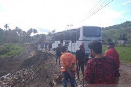 Lintas Sulawesi Buol-Gorontalo putus akibatkan antrean panjang