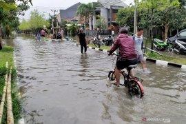 Ratusan rumah di komplek mewah di Bandung terendam banjir