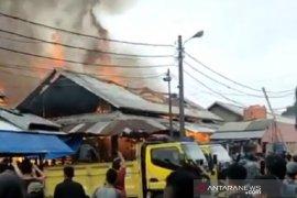 Pasar Induk Caringin Bandung dilanda kebakaran