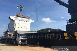 Tiang pancang dari China mulai dibongkar di Pelabuhan Calang