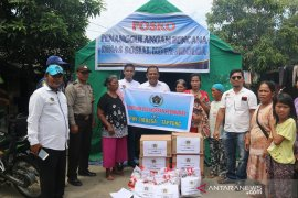 PWI Sibolga-Tapteng serahkan bantuan bagi korban kebakaran