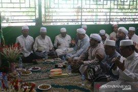 Gubernur-Bupati hadiri haul pertama  Habib Umar