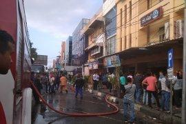 Kebakaran hotel 61 dan restoran A&W pun ikut terbakar di Banda Aceh